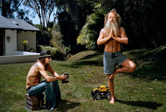 Странный и смешной мир знаменитостей фотографа Мартина Шоллера. Продолжение (20 фото)