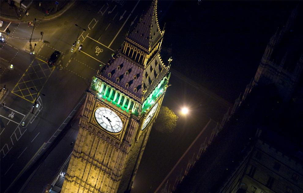 Биг бен над вестминстерским дворцом
