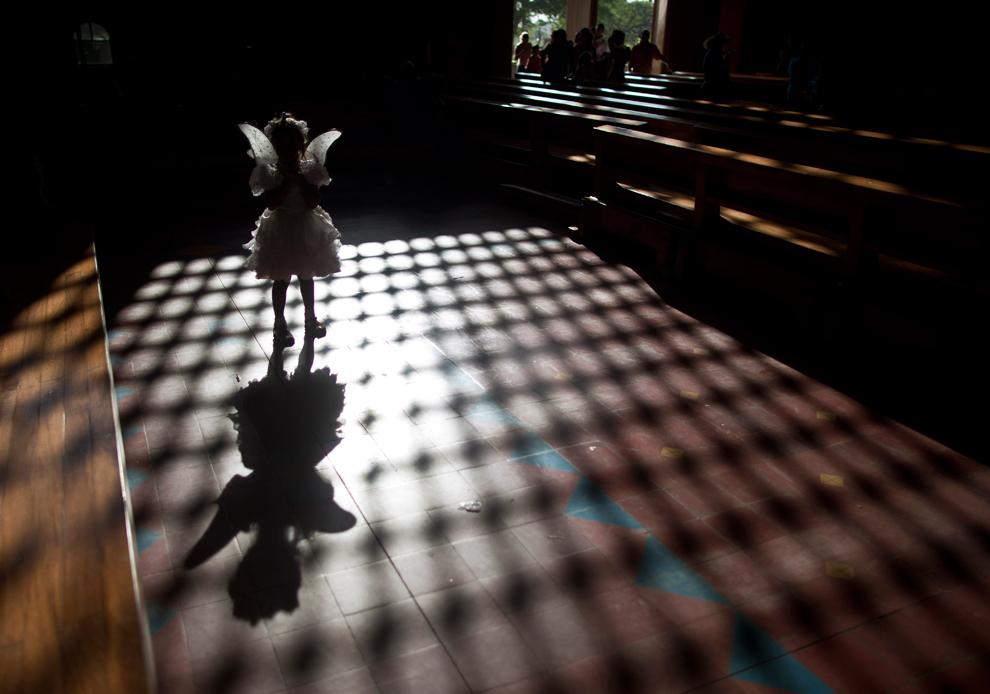 Религиозный экстаз: Пасхальные праздники 2012 (30 фото)