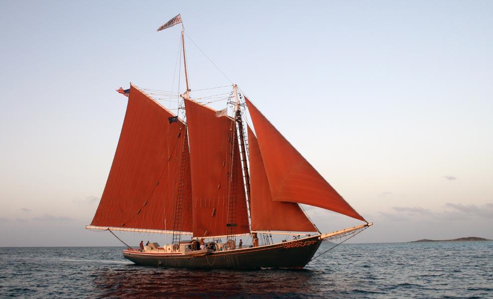 Алые паруса: На волнах морей и океанов (10 фото)