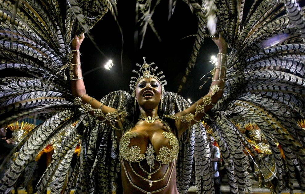 «Королева барабанов» школы самбы Vai-Vai на карнавале в Сан-Паулу, Бразилия. (MAURICIO LIMA/AFP/Getty Images)