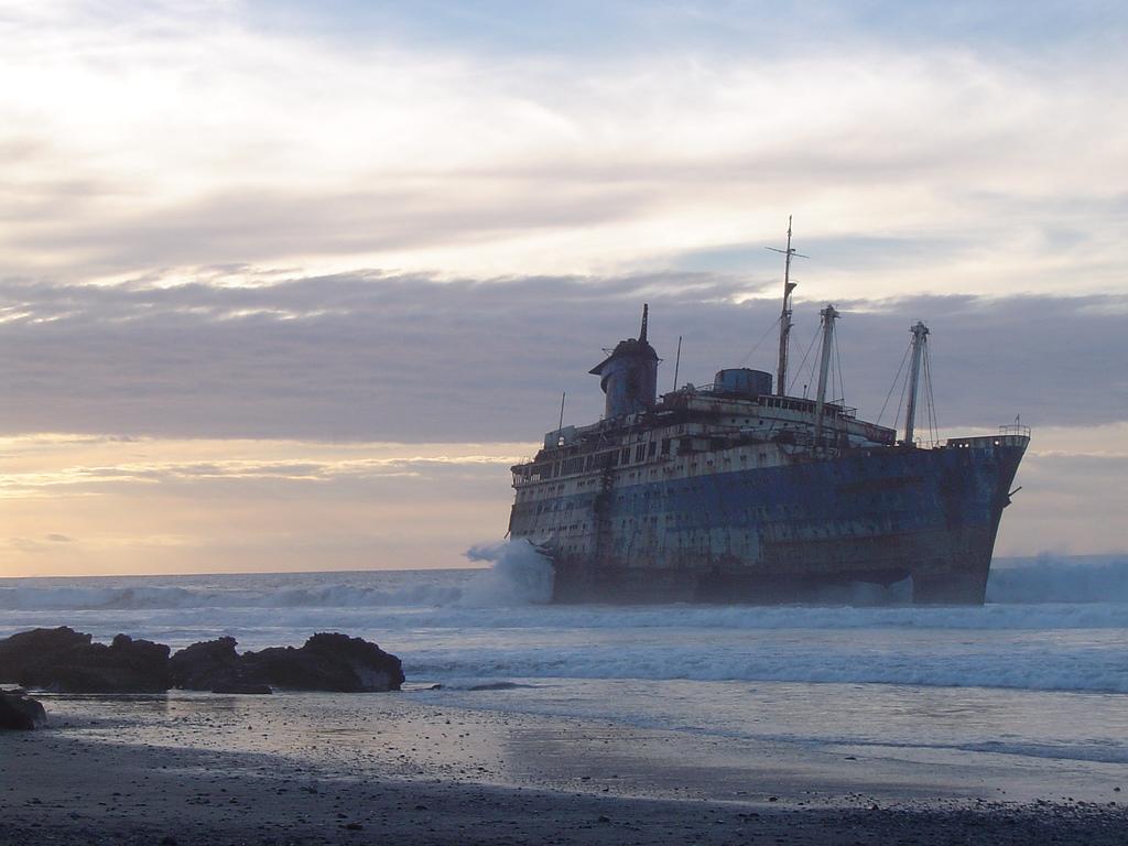 Мёртвые корабли (10 фото)