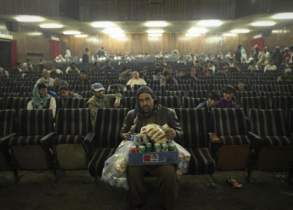 Кинотеатр в сердце Кабула (10 фото)