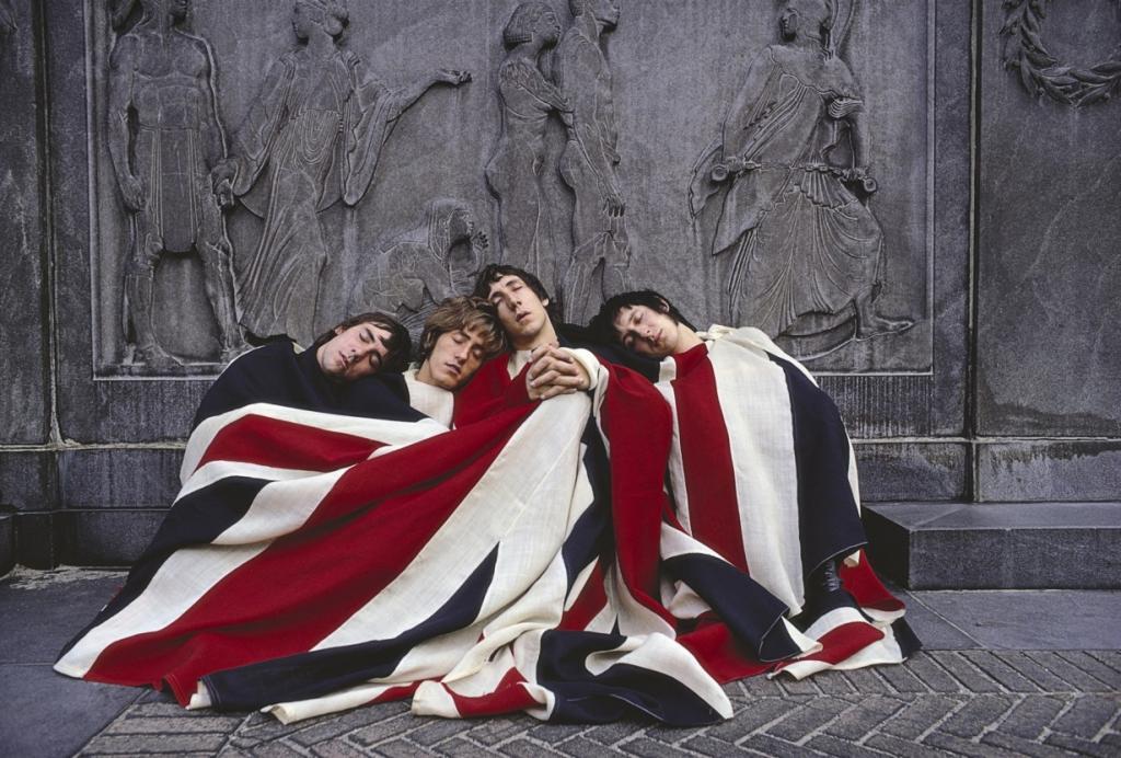 «Tommy», 1969 год. Группа The Who. Первая официальная рок-опера, написанная популярной британской группой из Лондона. Сюжетная линия альбома разворачивается в Англии, после Первой мировой войны. Капитан Уокер не возвращается после одного из сражений. Его считают погибшим, и жене Уокера, Норе, приходит «похоронка». В день окончания войны у неё рождается сын Томми. В 1975 году по мотивам альбома был снят мюзикл. (The Who)