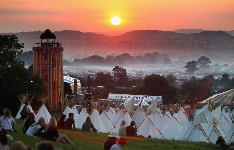 С музыкой в душе: Фестиваль Glastonbury (25 фото)