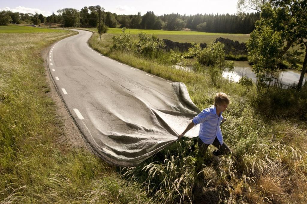 """Работа получила название """"Идти своей дорогой"""". Думаю, автор хотел сказать, что каждый сам """"стелет"""" себе свой путь и судьбу, главное только взять все в свои руки. (Go your own road/Erik Johansson)"""