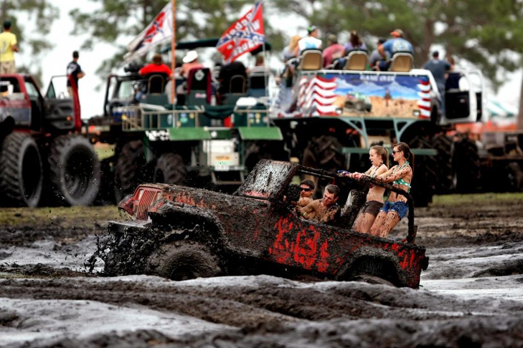 Фестиваль грязи на озере Окичоби (20 фото)