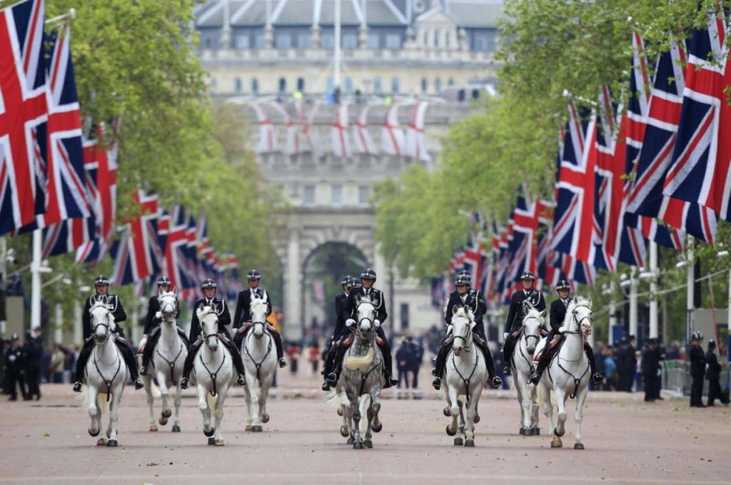 Конный полицейский патруль на Мэлл-стрит в районе Вестминстер, Лондон, Великобритания, 5 июня 2012 года. (Cathal McNaughton/Reuters)