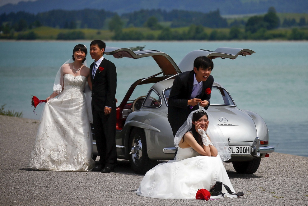 Групповая свадьба китайцев в Германии (10 фото)