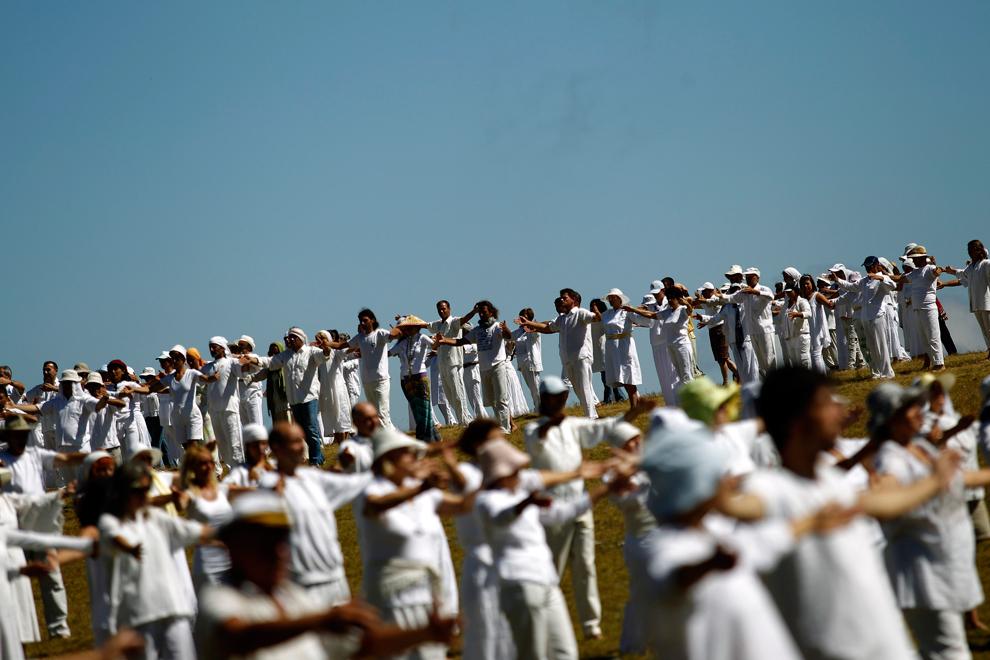 На крещатике, в городе, где некогда князь владимир крестил русь, несколько тысяч представителей секты харизматов
