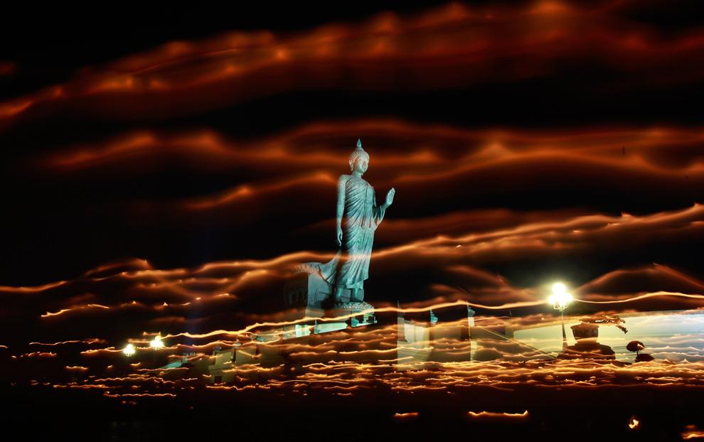 День рождения, просветления и ухода Будды (15 фото)