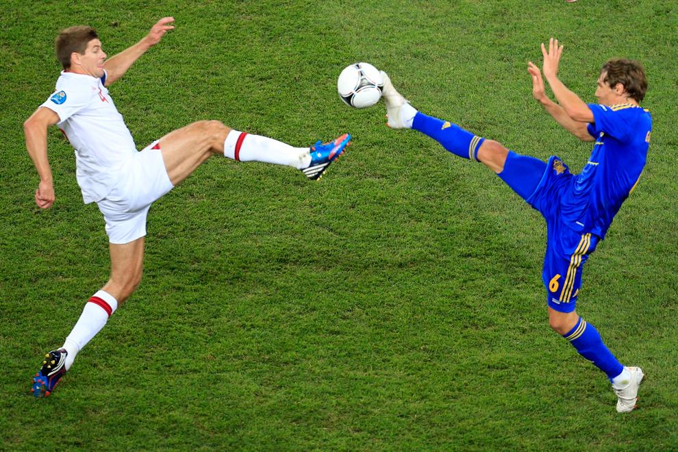 Картинки, картинки смешные футболисты на поле