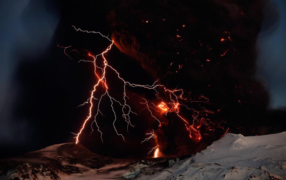 Извержение вулкана Эйяфьядлайёкюдль (15 фото)