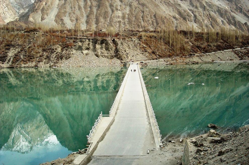 Опасное озеро в долине Хунза. Продолжение (15 фото)