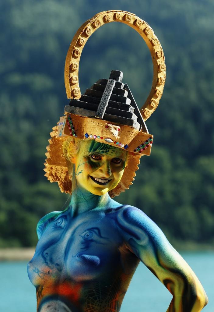 Международный фестиваль боди-арта в Австрии, 7 июля 2012 года.(ALEXANDER KLEIN/AFP)
