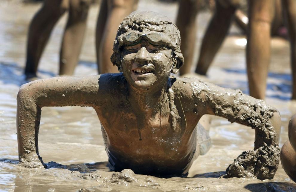 Mud Day 2012: «Грязный» день в Мичигане (10 фото)