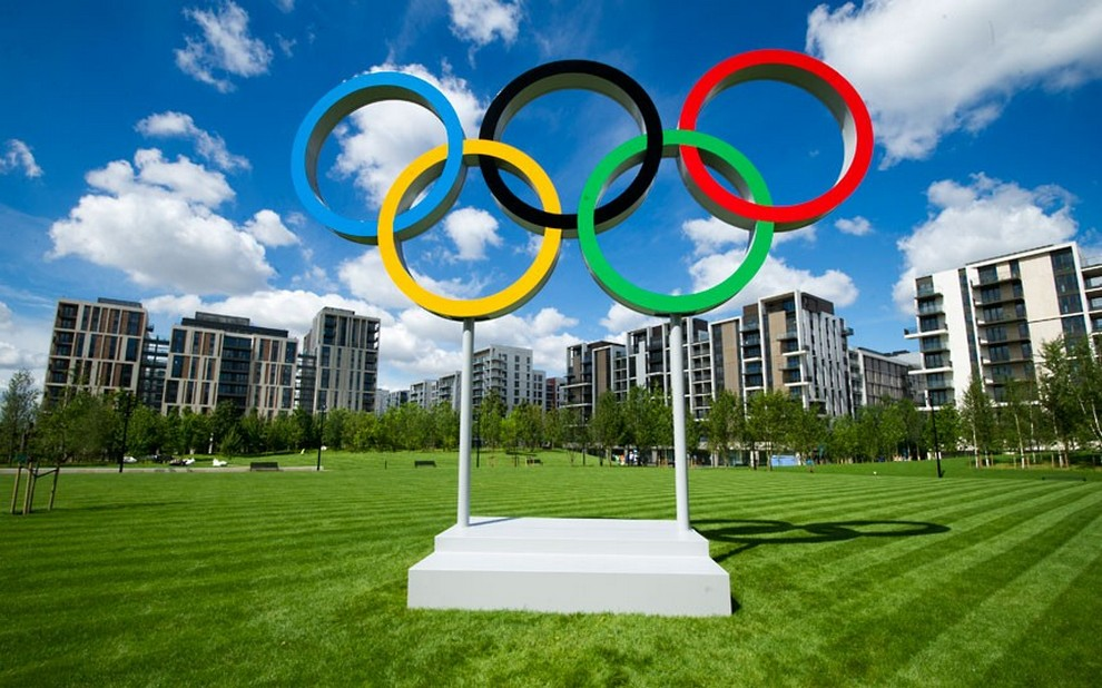 Олимпийские кольца — официальная эмблема Олимпийских Игр, разработанная бароном Пьером де Кубертеном в 1913 году. (Paul Grover)