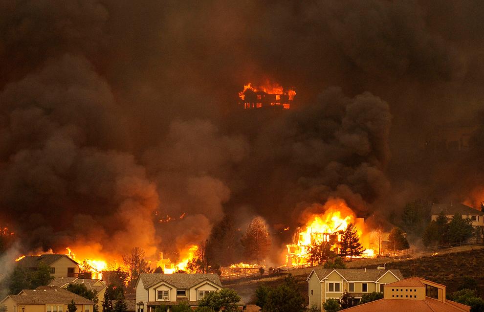 Беспощадная стихия: Лесные пожары на западе США (20 фото)