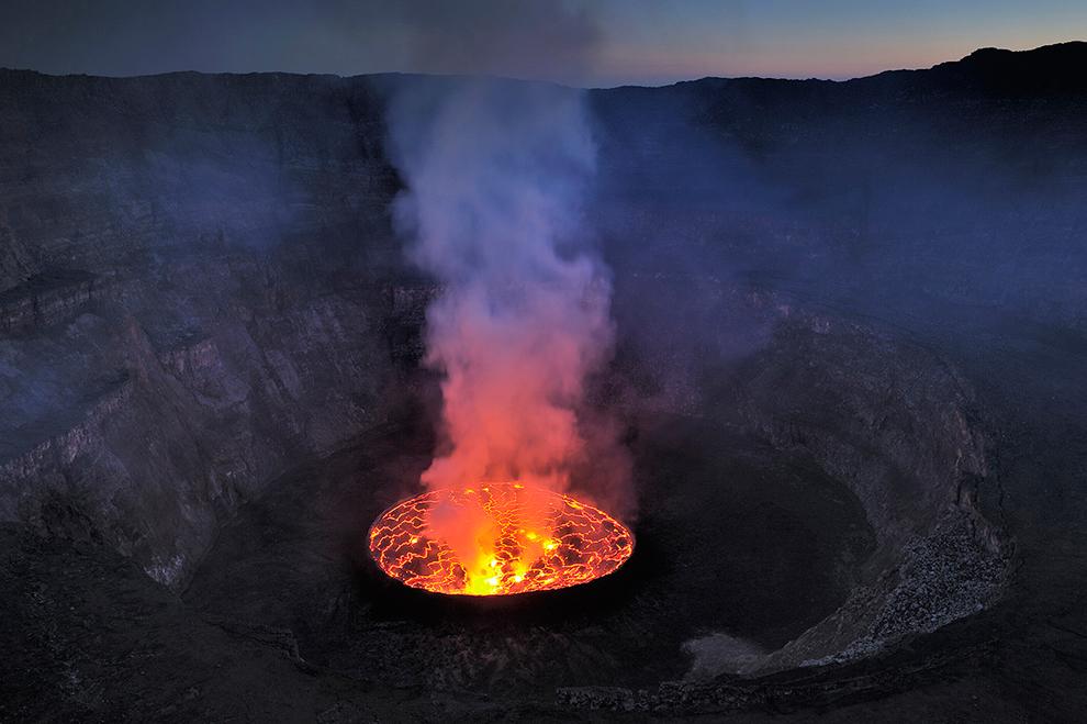 Ньирагонго: Путешествие к центру Земли (17 фото)