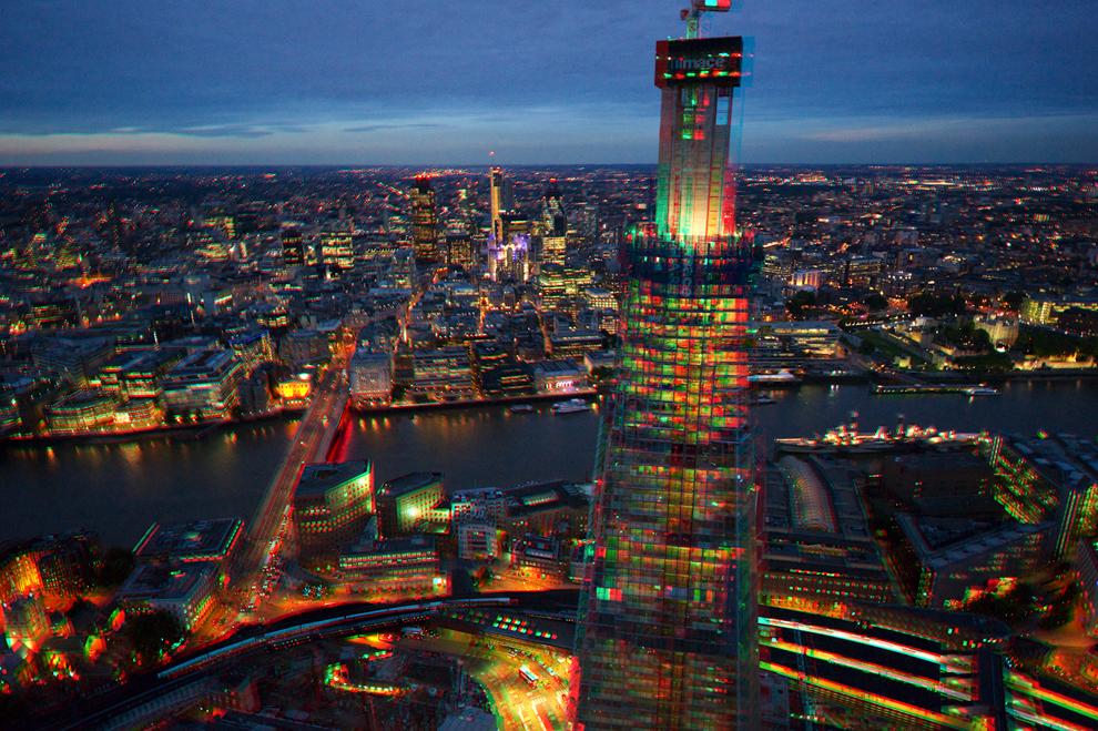 The Shard (The Shard London Bridge, в переводе на русский «Осколок стекла» или просто «Осколок») — самый высокий небоскрёб в Европе, построен в 2012 году на месте Southwark Towers, 25-этажного офисного центра, построенного в 1975 году. (Jason Hawkes)