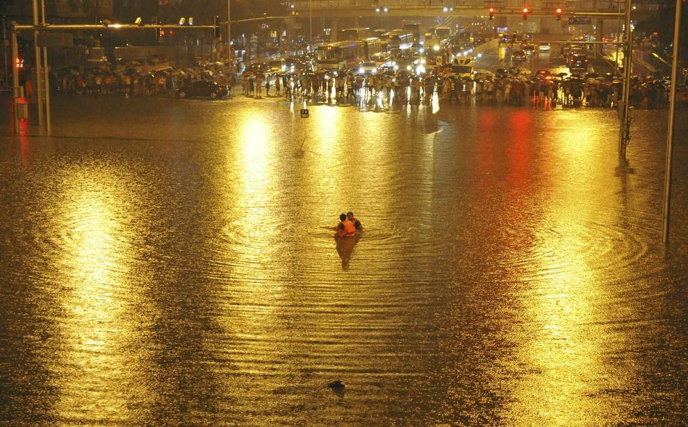 Наводнение в Пекине (15 фото)