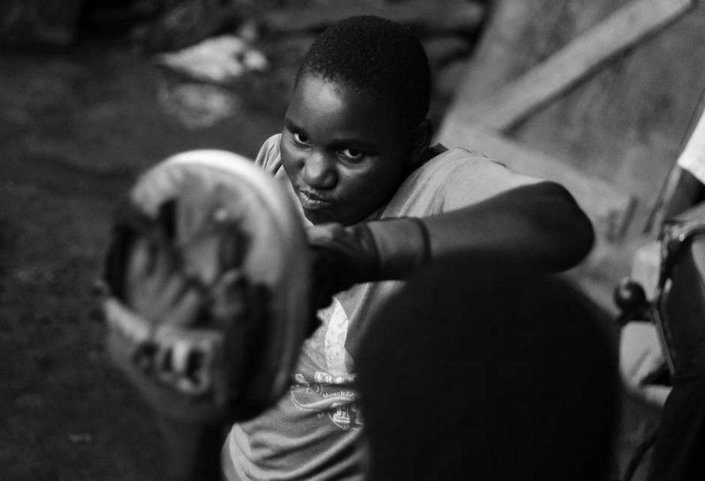 Путь к мечте: Олимпийский бокс в грязи (10 фото)
