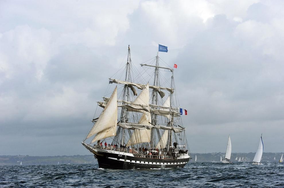 Парад парусников во время морского фестиваля Tonnerres de Brest, который проводится раз в четыре года, Франция. (Alain Jocard/AFP/Getty Images)