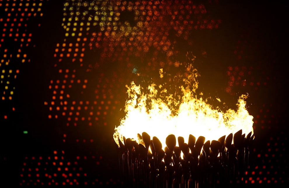 Огни котла собираются воедино, Олимпийский стадион, Лондон, Великобритания, 27 июля 2012 года. (Laurence Griffiths/Getty Images)