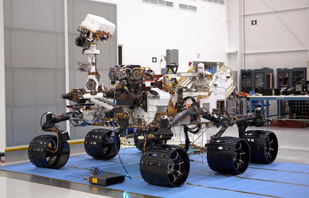 «Кьюриосити» в Лаборатории реактивного движения, Пасадена, штат Калифорния, США, незадолго до отправки в Космический центр Кеннеди, 22 июня 2011 года. (NASA/JPL-Caltech)