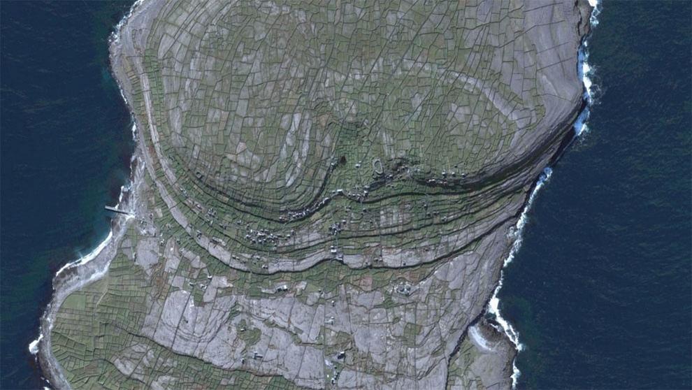 фотографии со спутника гугл земля сколько людей