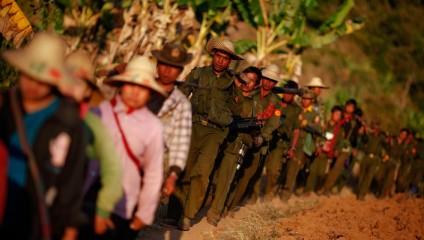 Опиумные войны: Уничтожение маковых полей в Мьянме (20 фото)