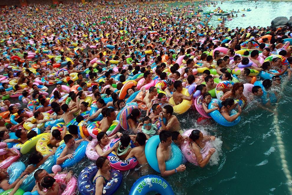 Миллион китайцев в одном бассейне (10 фото)