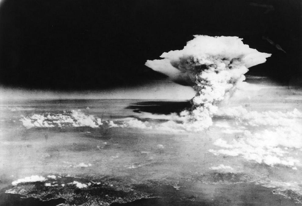 Бомбардировка Хиросимы: Годовщина страшной трагедии (28 фото)