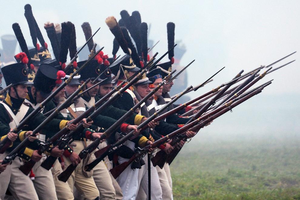 Реконструкция Бородинского сражения Отечественной войны 1812 года. (AFP/LETA)
