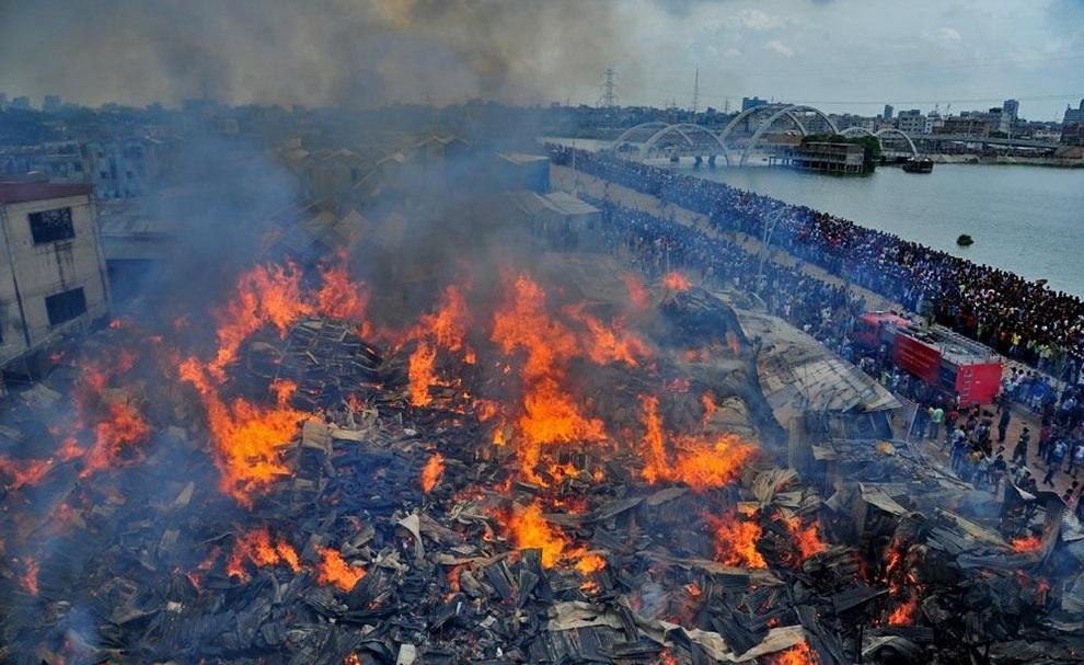 Пожар в Дакке, Бангладеш. (Nashirul Islam/bdnews24.com)