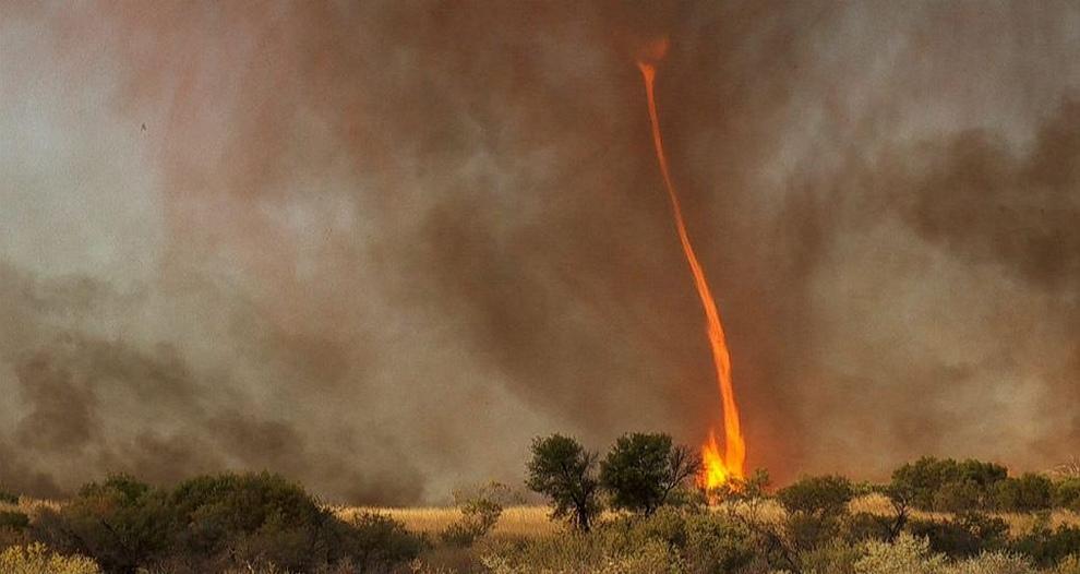 Огненный смерч в Австралии (4 фото + видео)