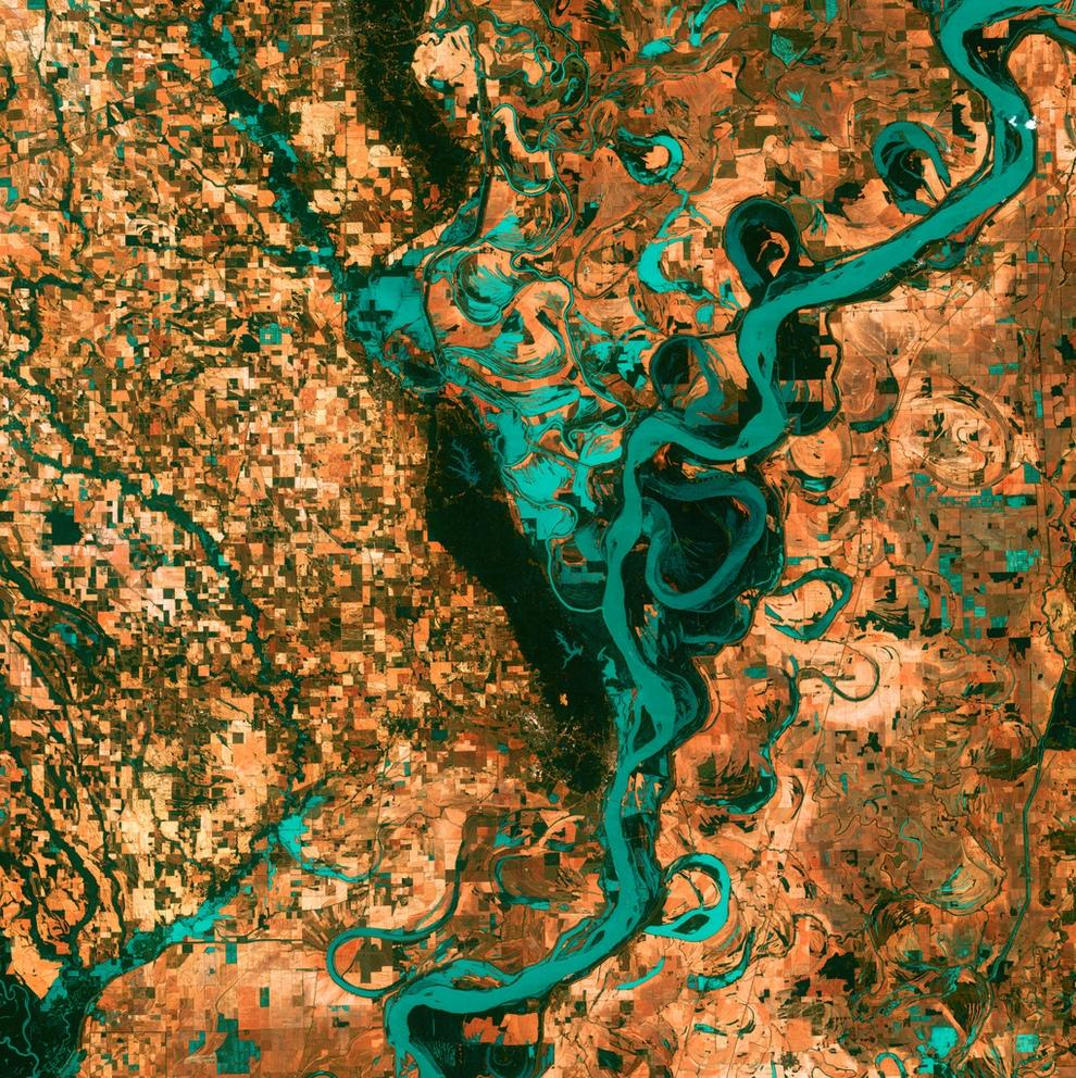 Земля из космоса в псевдоцветах (15 фото)