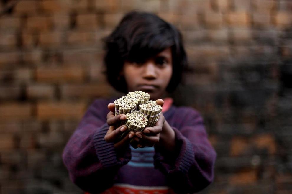 Детский труд: Производство биди (10 фото)
