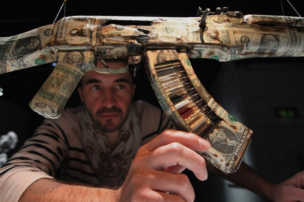 Автомат Калашникова — произведение искусства, а не оружие (10 фото)