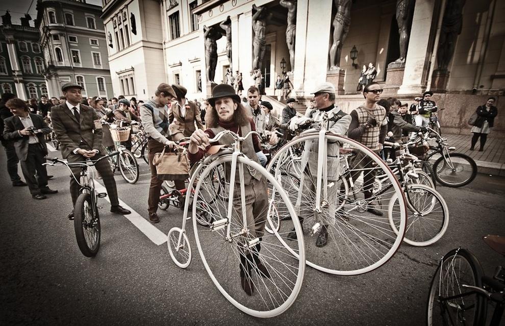 В Санкт-Петербурге прошел винтажный велопробег (30 фото)