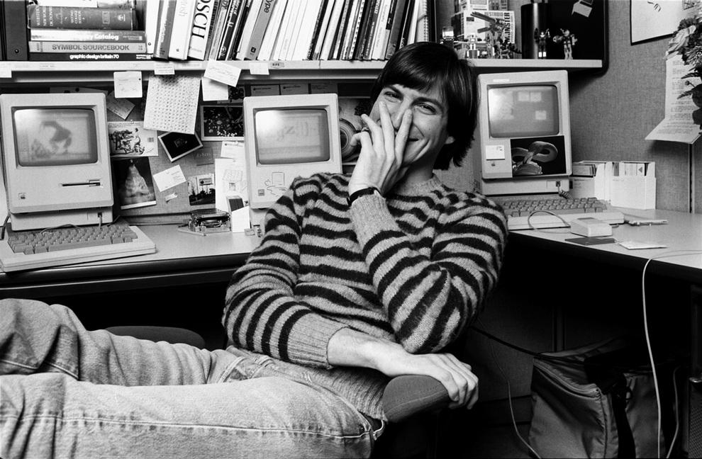 Стив Джобс у себя дома в 1984 году. (Norman Seeff)