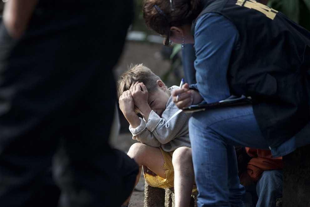 Выжившие дети рассказывают о бойне в Гватемале. (EPA/Saul Martinez)