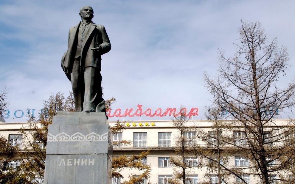 Монголы снесли последнего Ленина страны (8 фото)