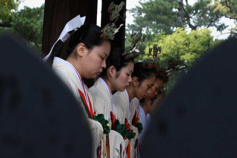 Древний ритуал синто «Такара-Но-Ичи» (13 фото)