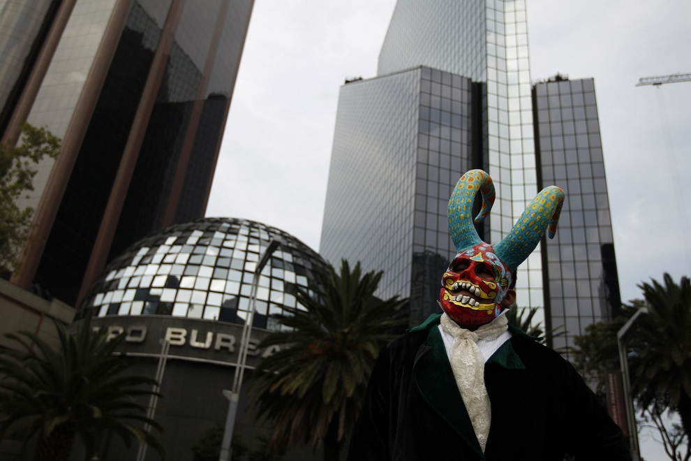 Парад алебрихе в Мехико, Мексика. (REUTERS/Tomas Bravo)