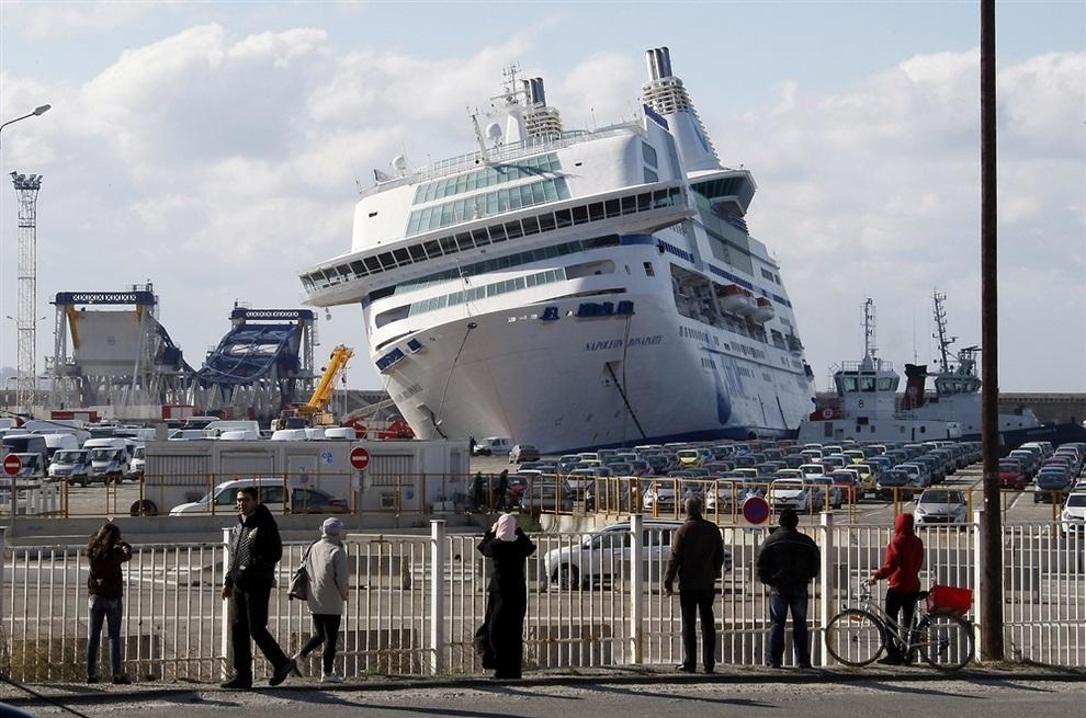 «Наполеон Бонапарт» в порту Марселя, Франция. (AP Photo/Claude Paris)