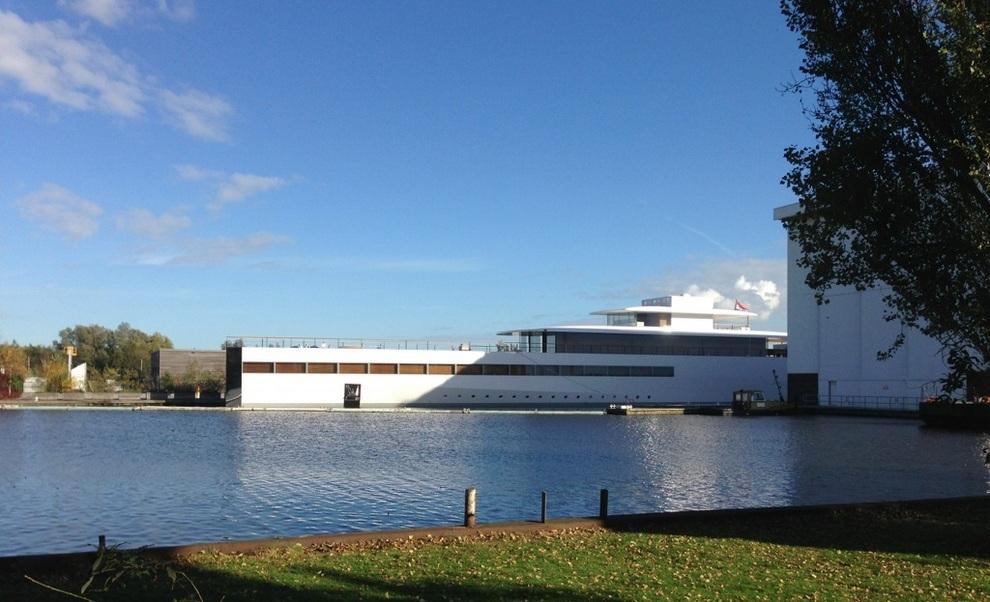 Яхта Стива Джобса спущена на воду (фото + видео)