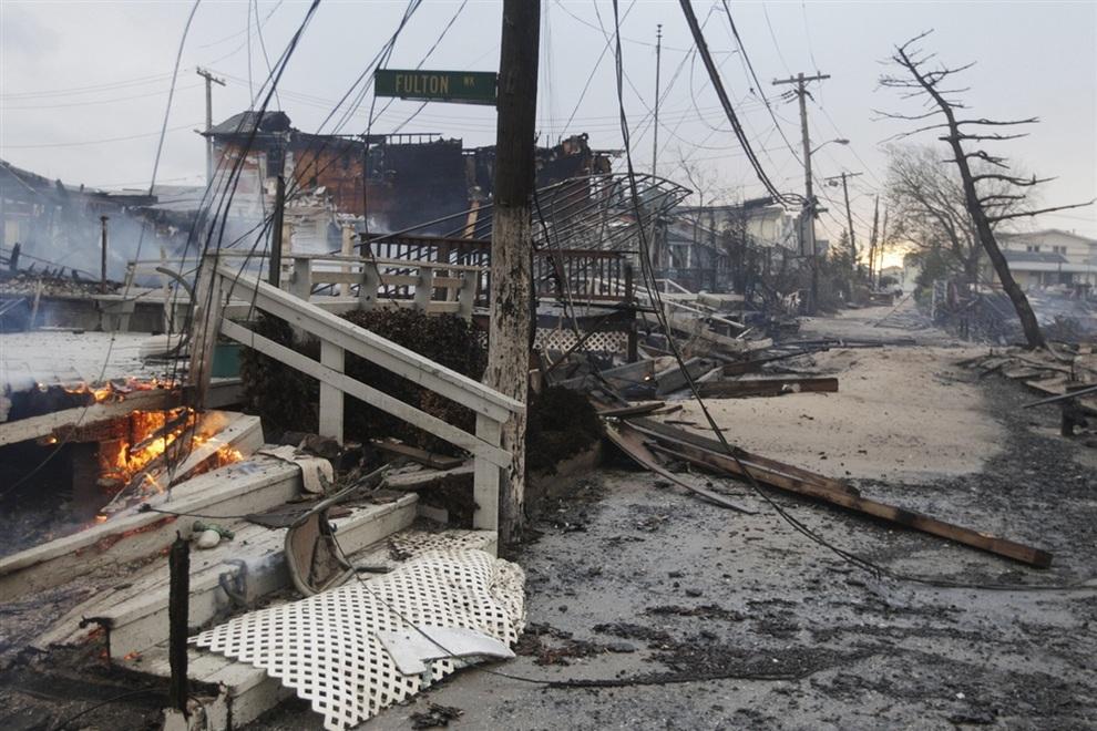 Выжженный массив в Куинсе, Нью-Йорк, США. (AP Photo/Frank Franklin II)