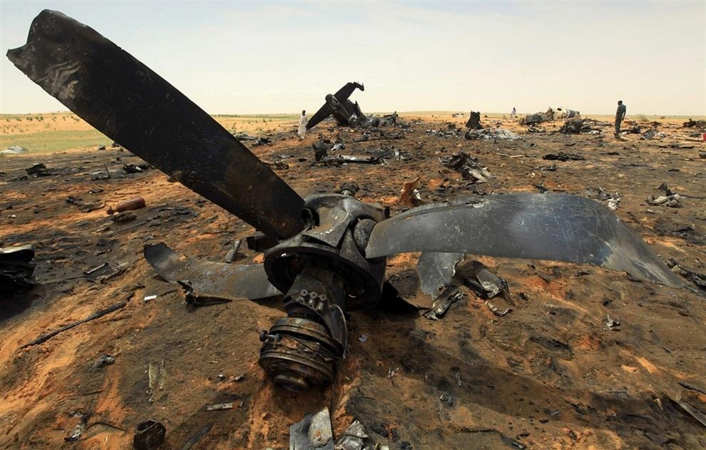 Драматическое крушение самолета Ан-12 в Судане. (REUTERS/Mohamed Nureldin Abdallah)