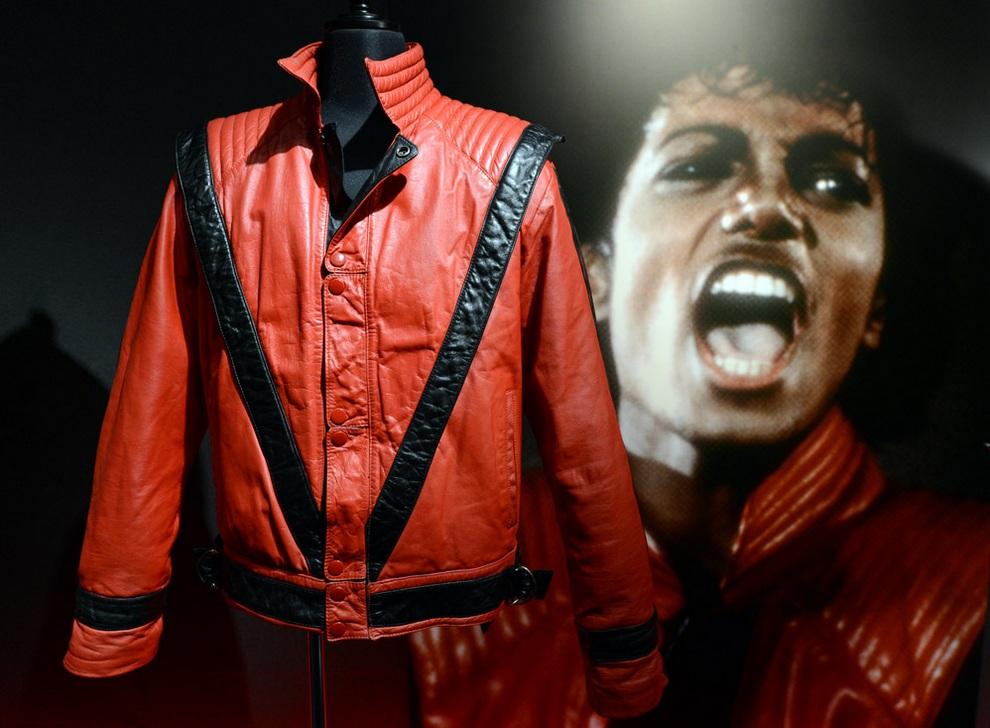 Вещи Майкла Джексона, Токио, Япония. (TOSHIFUMI KITAMURA/AFP/Getty Images)